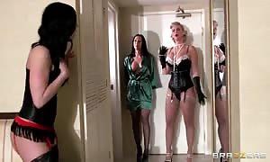 Kendra Lust, Phoenix Marie & Rachel Starr loosen up